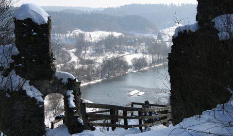 monasterzec_-_ruiny_zamku_sobien_z_widokiem_na_san